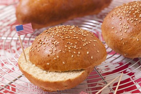Délicieux petits pains pour burger ou hot-dog maison