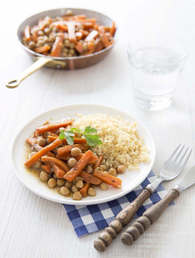 Poêlée savoureuse de pois chiches et carottes aux épices
