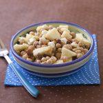 Salade de pois chiche aux pommes, raisins secs, feta