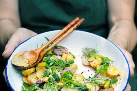 Salade de pomme de terre à la moutarde et aux herbes