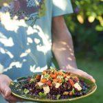 Salade au riz venere, tomates séchées et tofu aux herbes