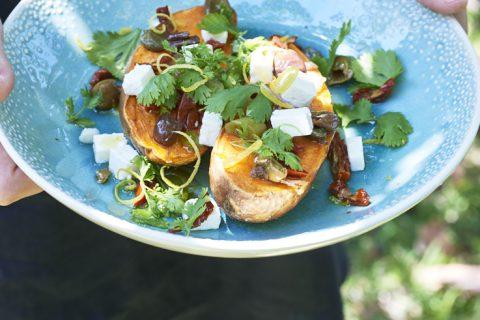 Patates douces rôties, herbes et féta