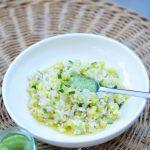 Salade tiède au riz, courgettes et pesto