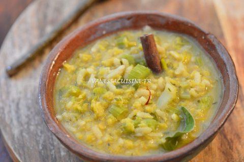 Soupe de lentilles et de riz aux épices